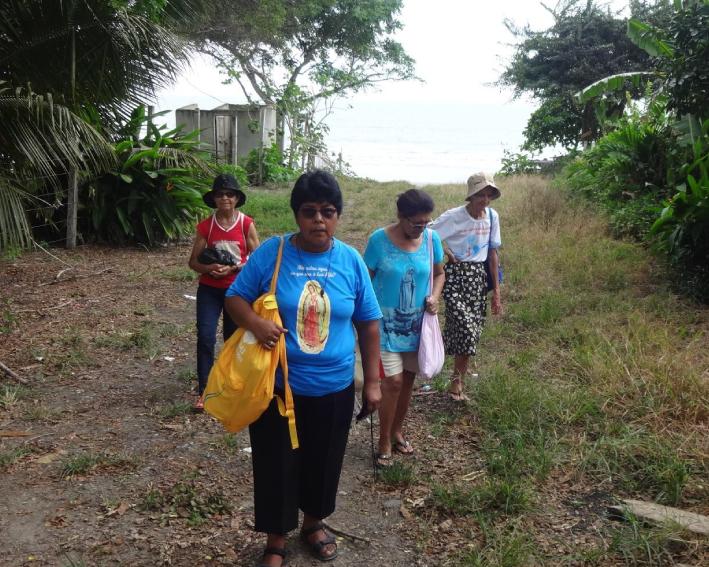 Irmã Pilar E Elisa Rosolen Visitando As Famílias No Equador