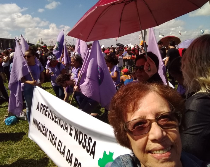 Irmã Carmen Lorenzzoni Participando Da Marcha Das Mulheres