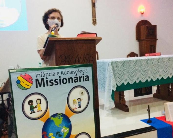 Ir Maria do Carmo em missão junto ao grupo da Infancia Missionária em Cacoa-RO